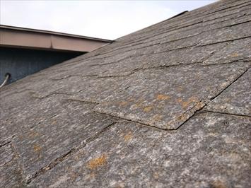 国立市西町で台風被害を受けた屋根は雨漏りしているので葺き替え工事で直します