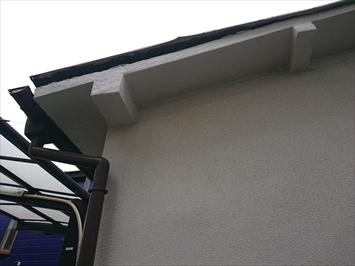 屋根の端が浮いています