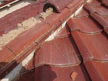 杉並区方南で台風で瓦が飛んで雨漏りしている屋根は葺き直し工事をおこないます