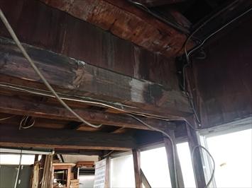 築年数が相当経過した倉庫の雨漏り