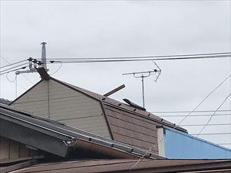 屋根上で散乱している様子を確認