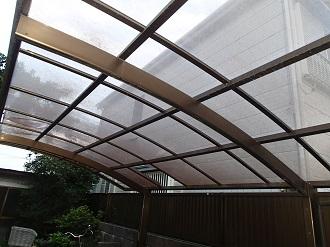 ポリカーボネート屋根の変色状況