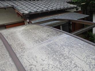 ポリカーボネート屋根の変色による劣化