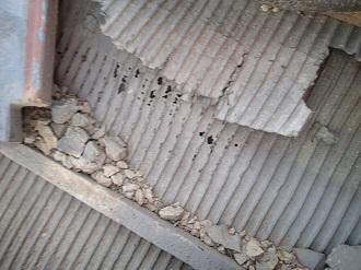 瓦屋根の下地の傷みを確認