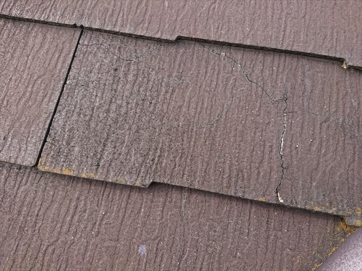 小金井市本町で指摘された棟板金ではなくひび割れが出ているスレート屋根を直します