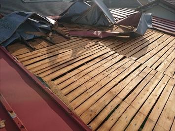 台風被害を受けた瓦棒葺き屋根