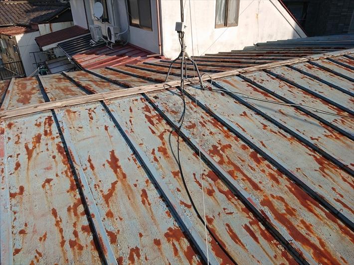 サビが広がった瓦棒葺き屋根