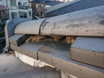 杉並区永福にて台風で崩れた瓦屋根の棟を取り直し工事で元に戻します