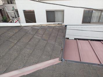 棟板金横から見た写真
