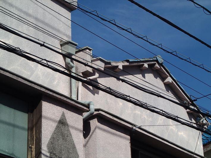 ケラバが破損したセメント瓦