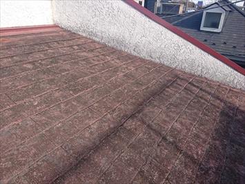 雨漏りしているスレート葺き屋根