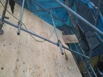 撤去したドーマー部分も野地板で塞いで屋根を葺きます