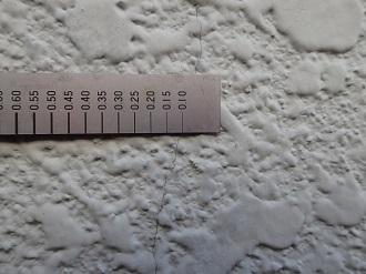 0.1mm幅のヘアクラック