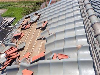 台風15号の影響で捲れてしまった瓦屋根