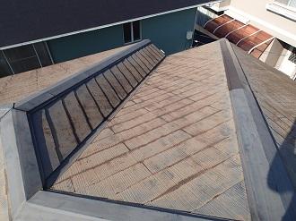 塗膜が剥がれたスレート屋根