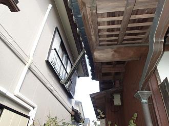 台風で曲がってしまった銅製雨樋