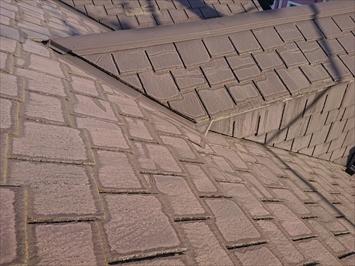 三鷹市北野にて台風で被害を受けたアーバニー葺き屋根を屋根カバー工事で改修