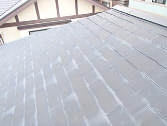 雨染みの見えるスレート屋根