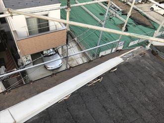 棟板金が台風で離脱落下