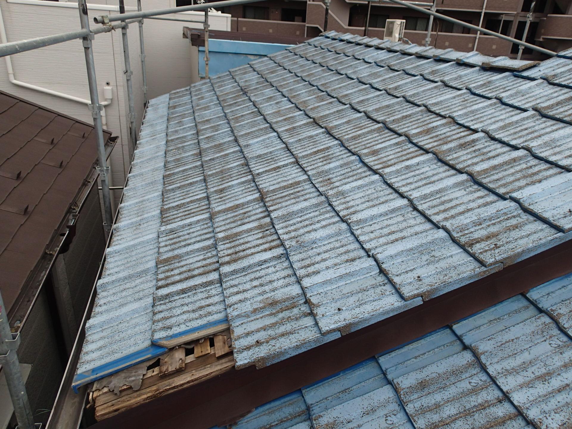 廃版のセメント瓦屋根
