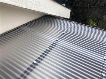 調布市布田で台風で飛ばされた波板をポリカーボネート製に張り替え工事