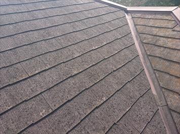 表面が大分劣化しているスレート屋根