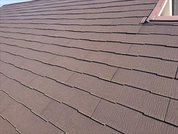 スレート葺き屋根の表面はそれほど傷んでいない様に見えます