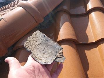 八王子市散田町で漆喰が剥がれて下地の見えている棟を取り直し工事で直します