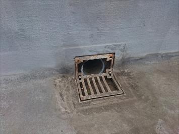 排水溝の劣化は雨漏りに繋がります