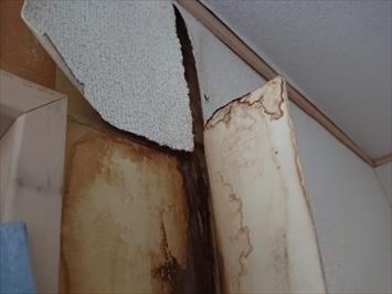 世田谷区玉川で雨漏りの原因になっている屋上防水の劣化を直します