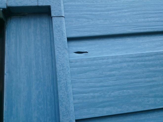 外壁の傷穴