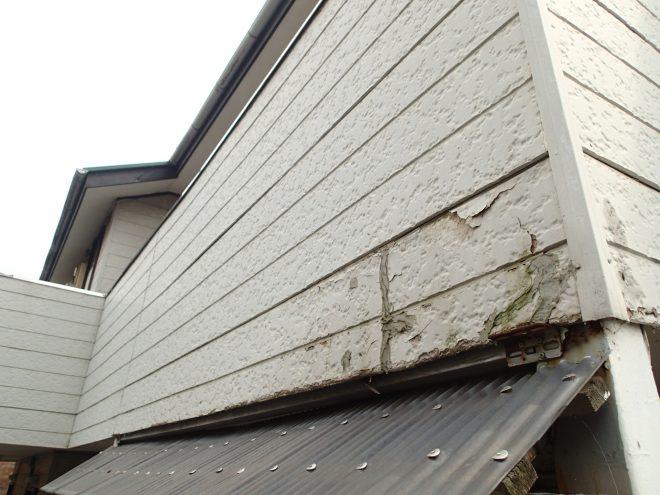 サイディングが剥がれた外壁