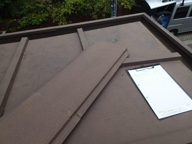 屋根は瓦棒屋根です