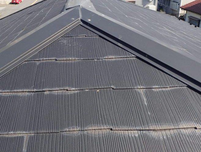 グレーのスレート屋根