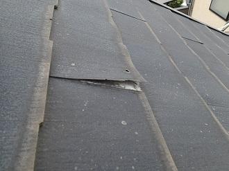 剥がれたスレート屋根