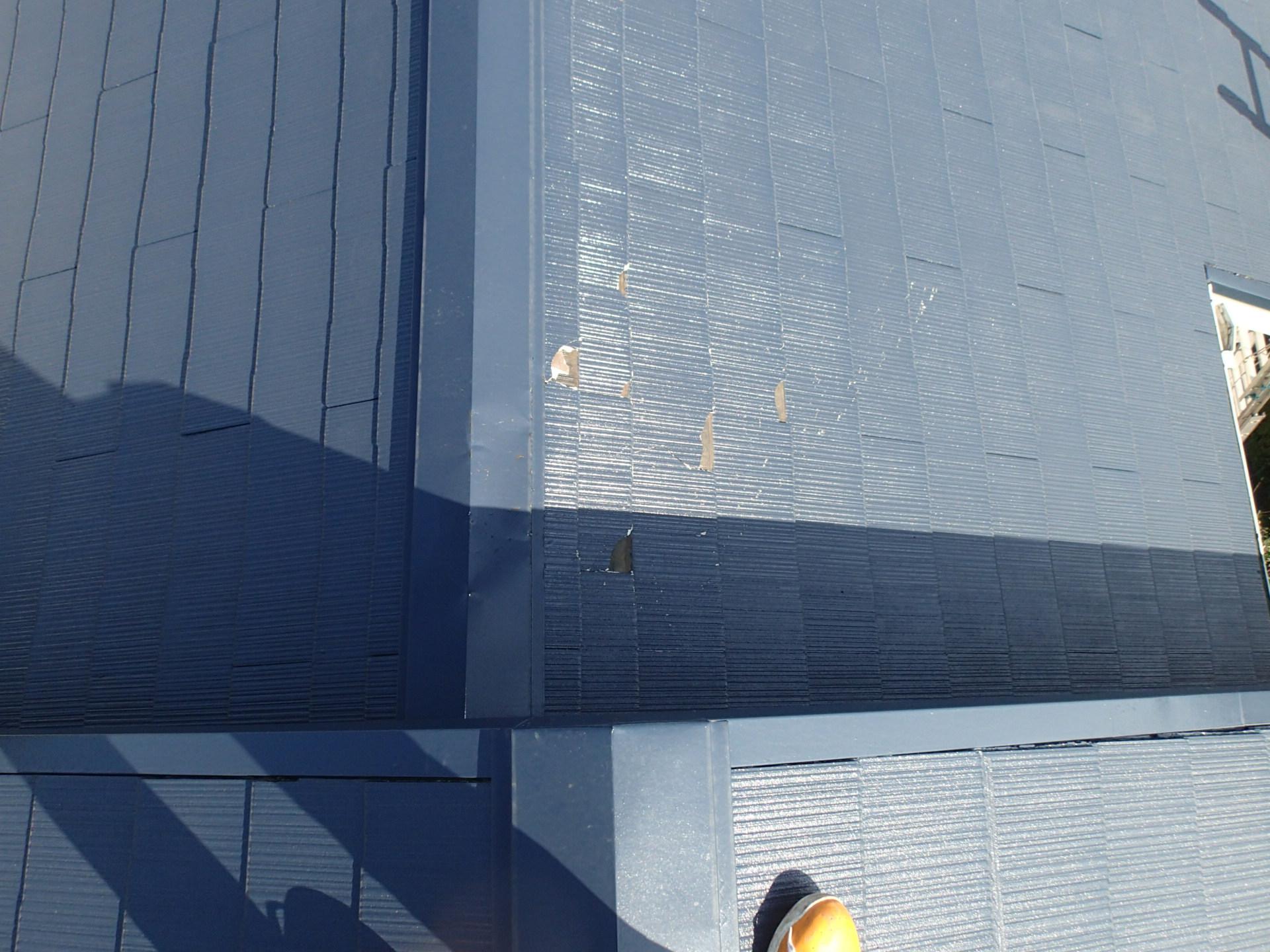 傷がついたスレート屋根