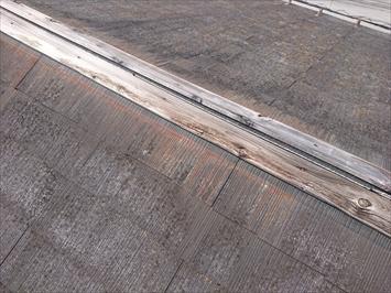 貫板の腐食によって棟板金が飛ばされます