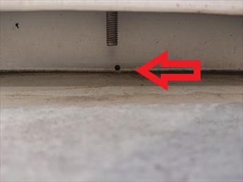 この穴から雨水が入り込みます