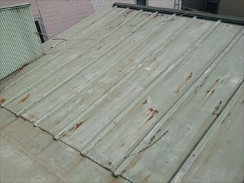 瓦棒葺き屋根は塗装が必要です