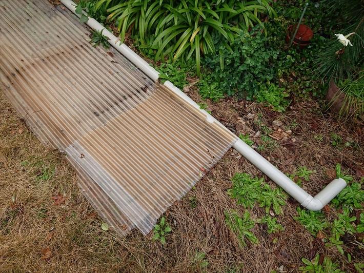 飛ばされた波板と雨樋