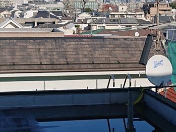 足場を架けないと屋根に上ることが出来ません