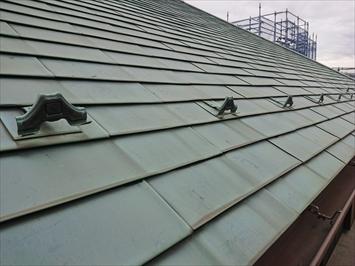 世田谷区代沢で台風の被害の補修跡がある銅板葺き屋根を直します