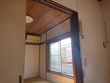 雨漏りしているのは和室の天井