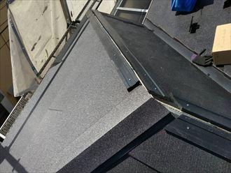 樹脂製貫板を使用して棟板金を構築