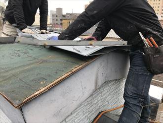 捲れた板金屋根