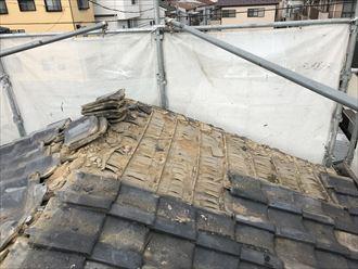瓦屋根の撤去作業