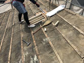 天窓を撤去し下地の木材を補強