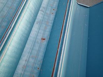 金属屋根のサビは穴が開く前に塗装しましょう