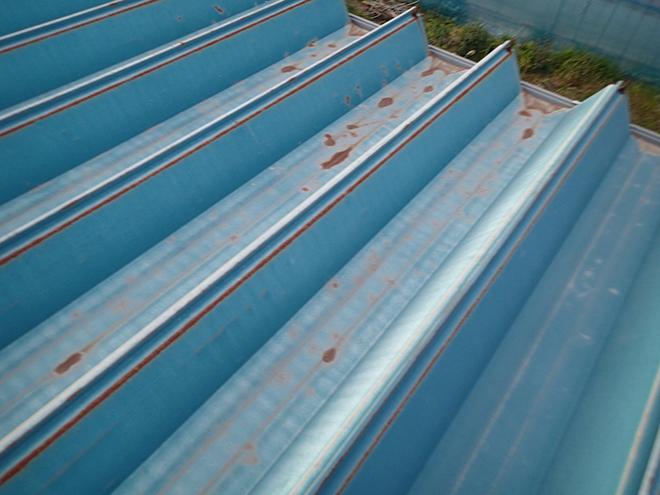 折板金属屋根にサビが発生