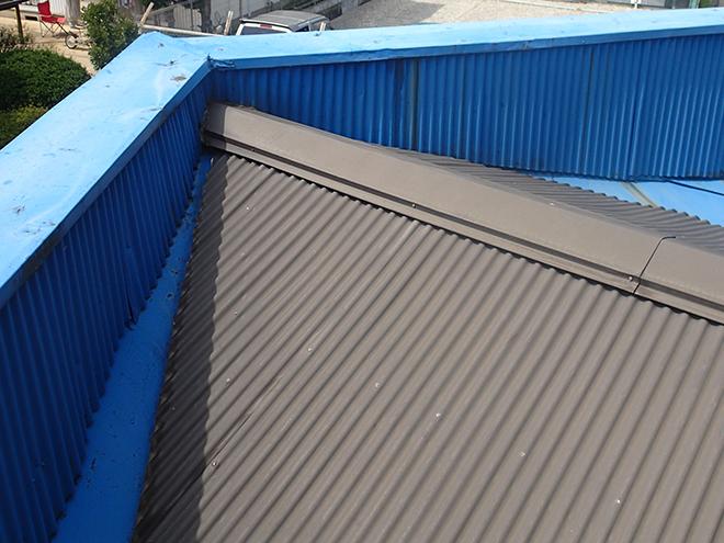 パラペットに囲まれた屋根